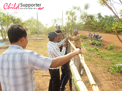 3-Activity of leader and member of community nursery are building the place for growing nursery in Chann Hearのコピー.jpg