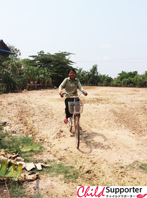 Chab Da riding in her bicycleのコピー.jpg