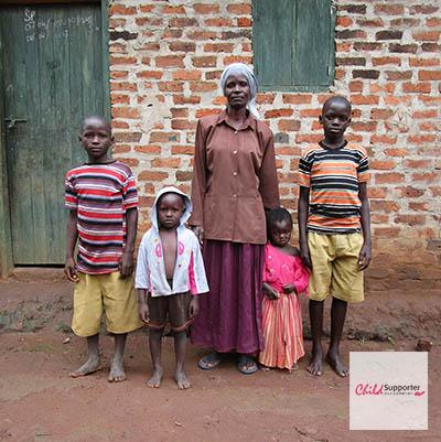 Fatuma and her Children (3)のコピー.jpg