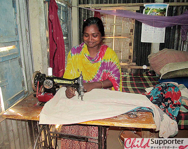 Shadin's mother sewing cloths (1).jpg