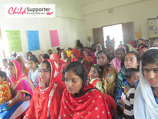 WEB_Participats gathering in seminar.jpg